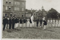 Maccabi Sports Club Festival, Libau, 10 July 1926. Leo Schalit saluting second from left, marked X