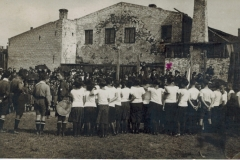 Maccabi Sports Club Libau, Parade for H Lewy, 15 August 1926. Leo Schalit standing elevated on right of centre in front of kiln, marked X